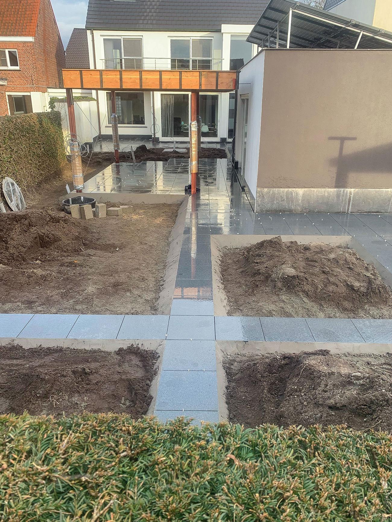 aanleg-terras-wandelpad-natuursteen.jpg