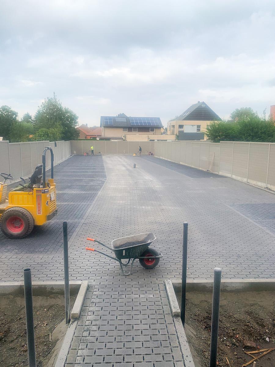 aanleg-parking-waterdoorlatende-klinkers.jpg